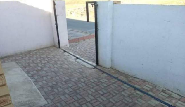 Family left in shock after their house gate gets stolen overnight (Photo)