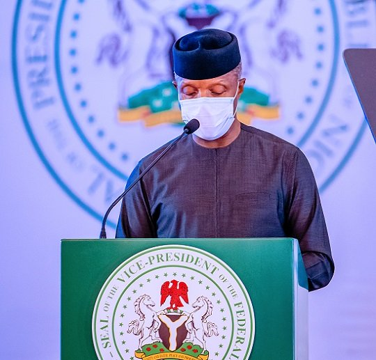 PHOTOS: Buhari promises to deliver 2nd Niger Bridge by 2023 at ministerial retreat
