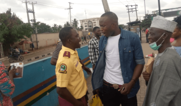 Pictures of LASTMA officials fighting passengers over N100 surface