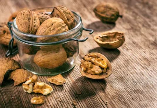 Do you know eating walnuts control your hunger pangs! Here's how it works