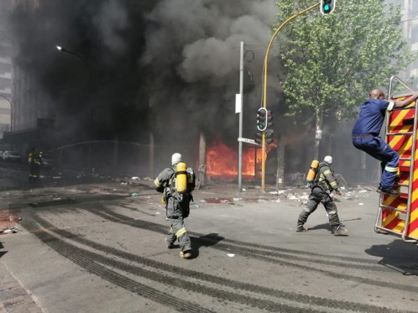 Building on fire in downtown Johannesburg, cause not known yet