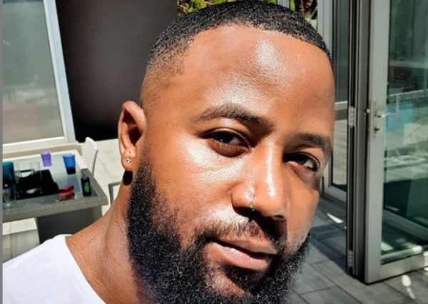 Hilarious! Cassper Nyovest's barber goes extra with his haircut – Watch