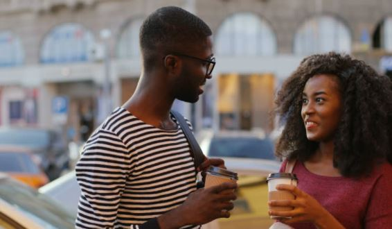 10 telltale signs your first date went extremely well