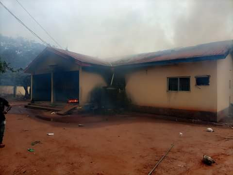 PHOTOS: DPO Reportedly Killed, Others Injured As Hoodlums Attack Police Stations In Anambra