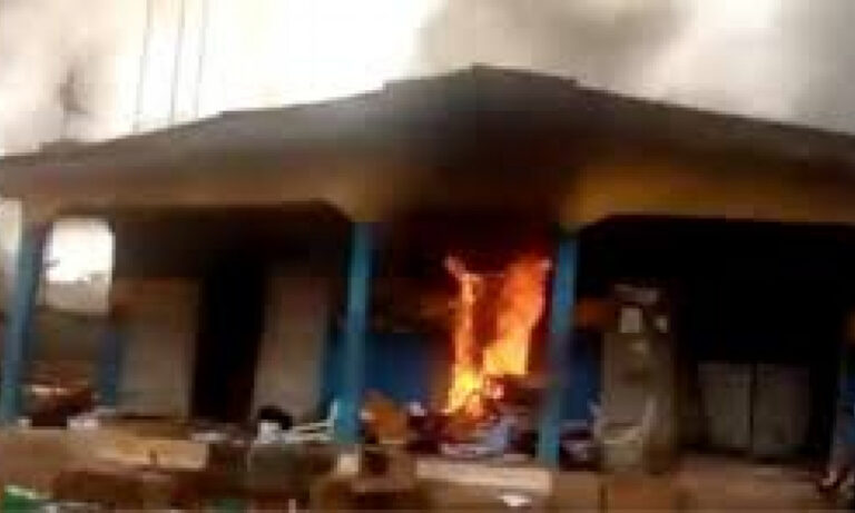 Hoodlums set another lagos police station ablaze