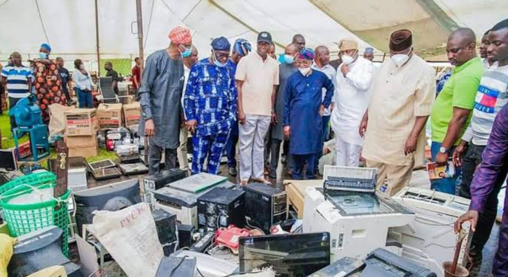 Osun govt hands over recovered loots to owners