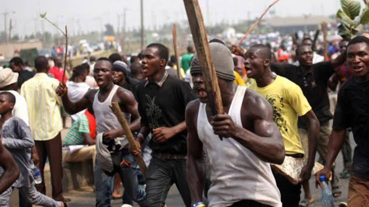Stray bullet hits reporter, one fear dead as thugs attack in Kogi