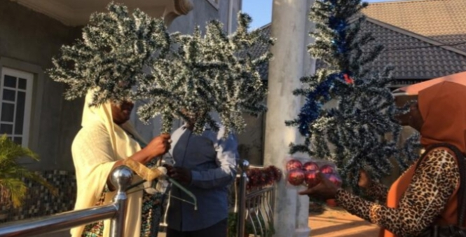 Muslim woman decorates reverend's house with Christmas tree in Kaduna