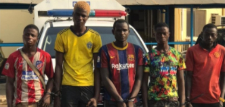 Police arrest 8 suspected traffic robbers in Lagos