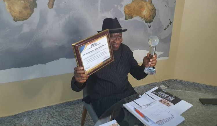 Goodluck Jonathan receives award as African Leadership Person of the Year