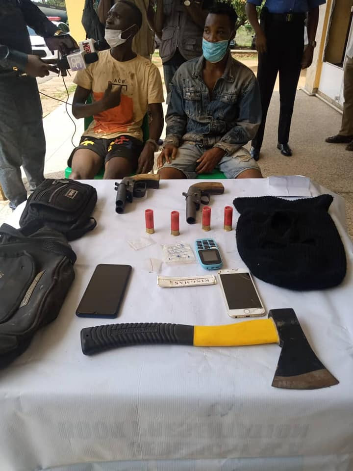 PHOTO: Two suspected cultists arrested with weapons in Ibadan