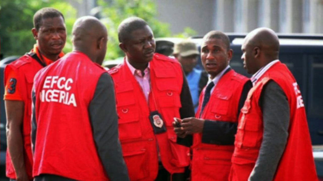 EFCC arrest music producer, four others over alleged cybercrime in Uyo