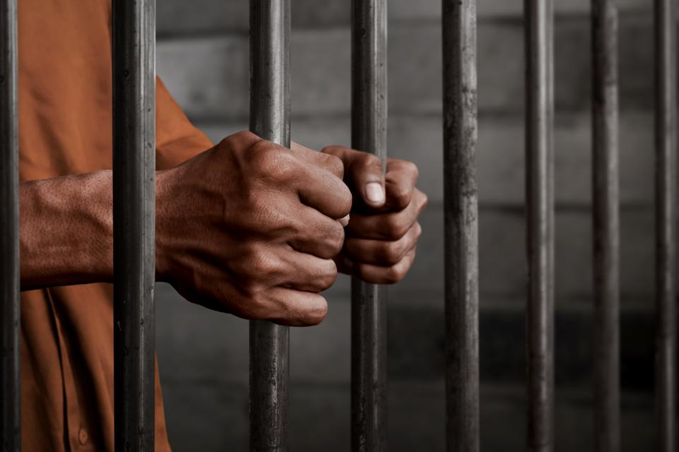 Man remanded for allegedly robbing policeman at knife-point in Lagos