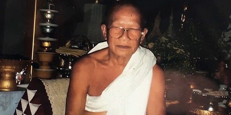 Monk chops off his head to please Buddha