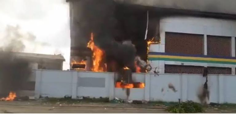 VIDEO: Fire Outbreak At Delta Police Command Control Engine Room