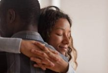 8 types of hugs women give and their hidden meanings