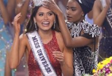 Zozibini Tunzi trends following her facial expression as she crowns the new Miss Universe