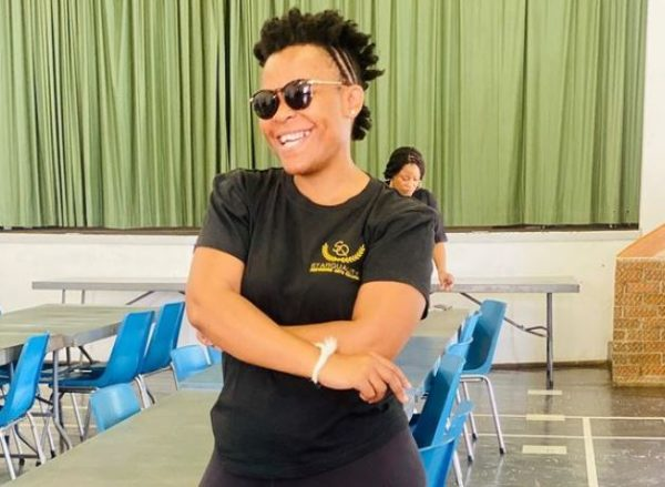Fans drag Zodwa Wabantu for getting her booty kissed on stage (Photo)