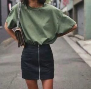 Style guide: 5 ways to wear an oversized t-shirt