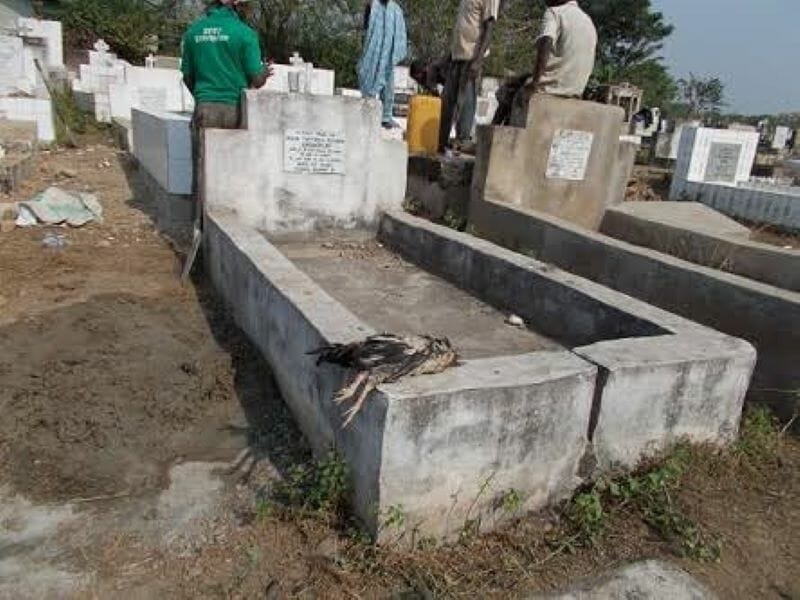 Man mysteriously dies while trying to exhume corpse in Ogun cemetery